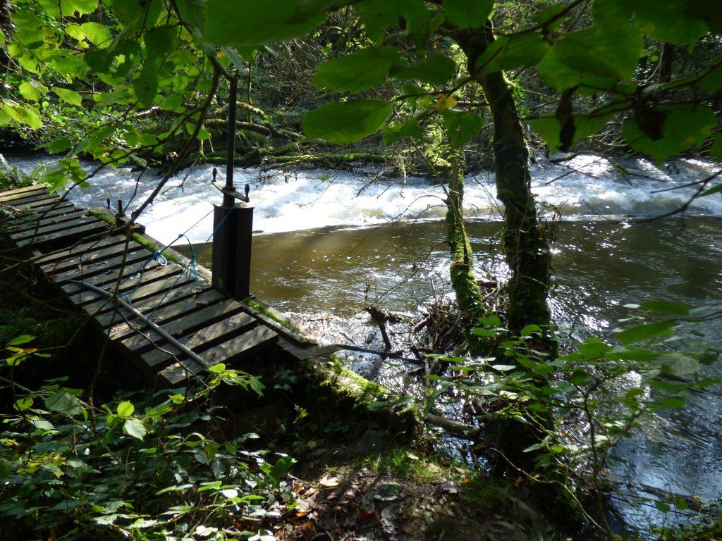 Weir gate